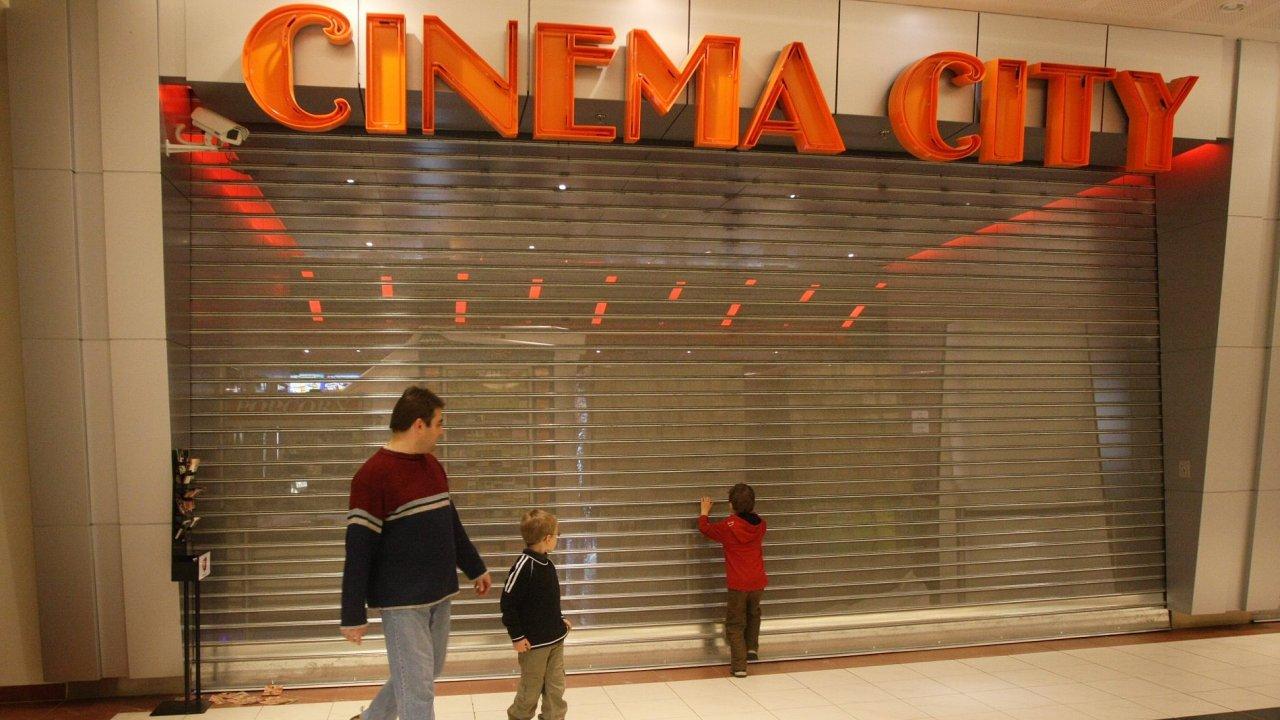 Multikino Cinema City v nákupním centru Novodvorská Plaza bylo zavřeno pro malou návštěvnost na konci roku 2008.