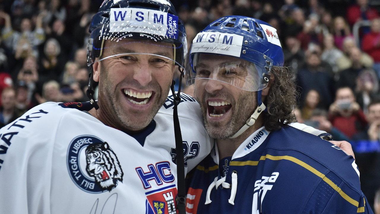 Petr Nedvěd a Jaromír Jágr po skončení utkání.