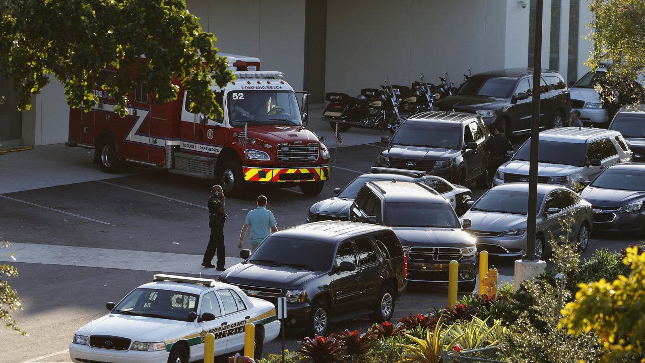 Bývalý student střílel na floridské střední škole. Zastřelil 17 lidí a 13 jich zranil, policie jej dopadla.
