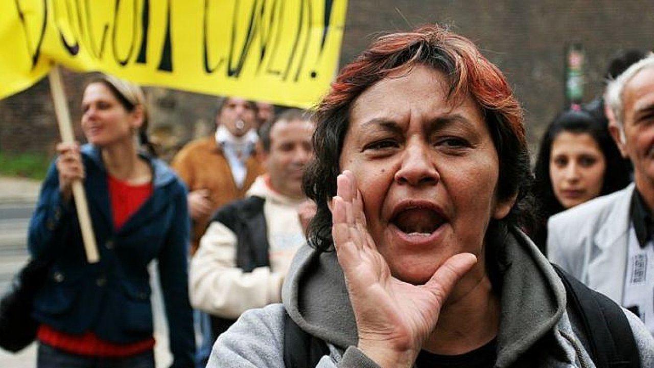 ŽIVĚ: Demonstrace Romů proti rasismu, násilí a výrokům Tomia Okamury