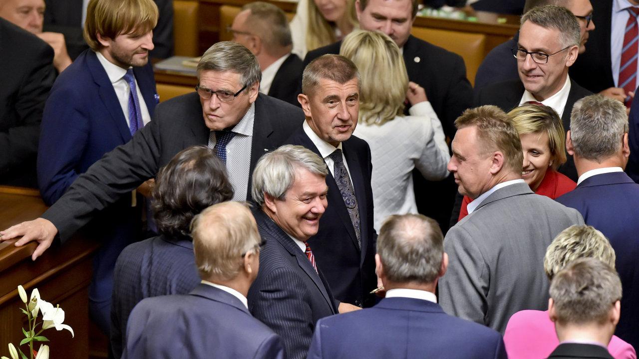 Poslanecká sněmovna vyslovila důvěru vládě.