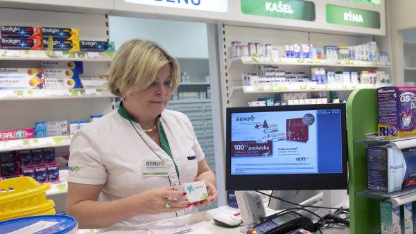 Pacienti v menších městech musejí čekat i na běžně dostupné léky. Distributoři dodávají přednostně řetězcům a nemocničním lékárnám