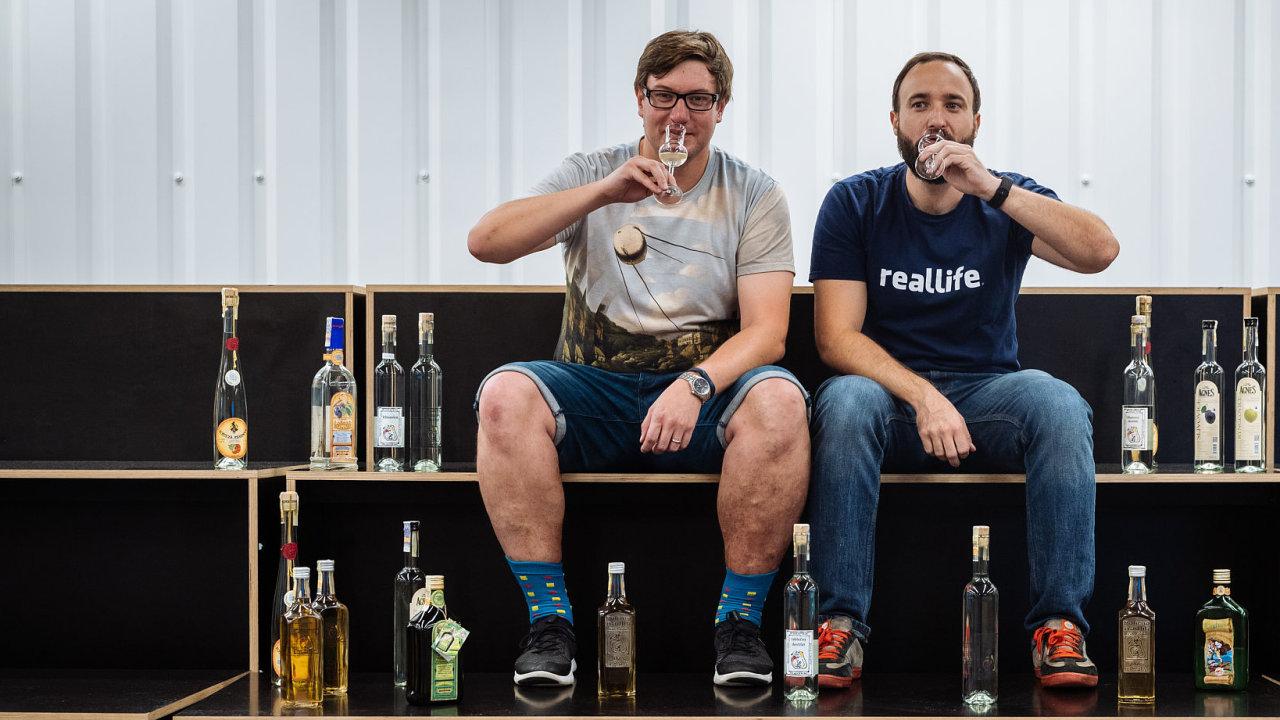 Jakub Gottwald (vpravo) a Zdeněk Linc chtějí dostat dobré české pálenky k lidem.