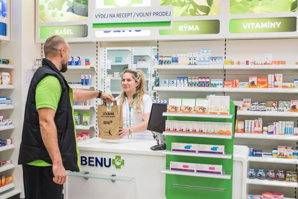 Online supermarket Rohlík.cz rozváží od října asi 1100 druhů léků. Spolupracuje na tom s lékárenským řetězcem Benu.