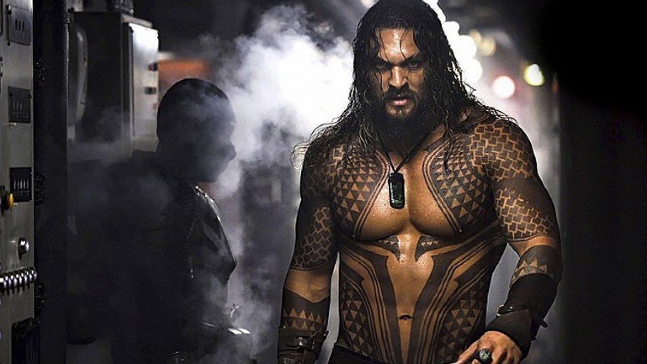 Aquaman je plný epických bitev. Při filmu vás napadne, zda raději nevyhladit lidstvo.