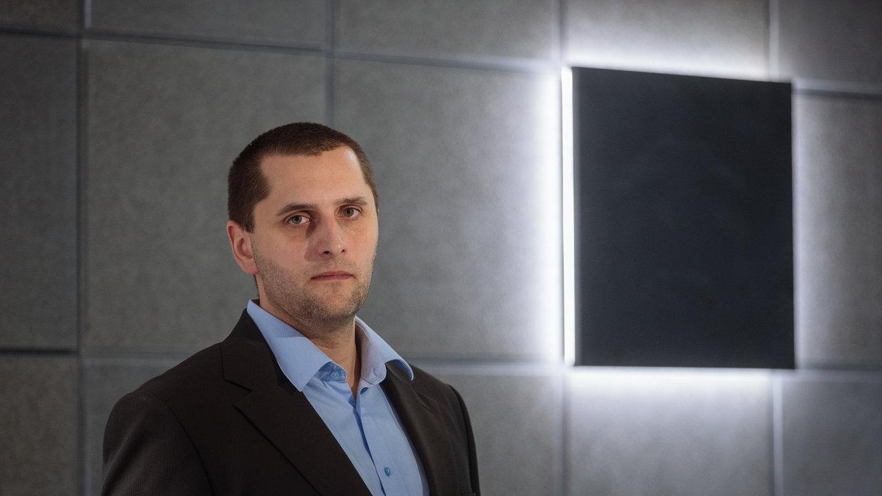 Miroslav Frayer, analytik KB