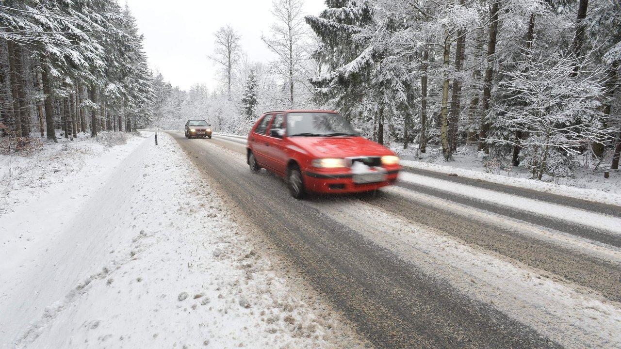 Meteorologové upozorňují na přeháňky, které mohou být ráno v polohách nad 500 metrů nadmořské výšky i sněhové.