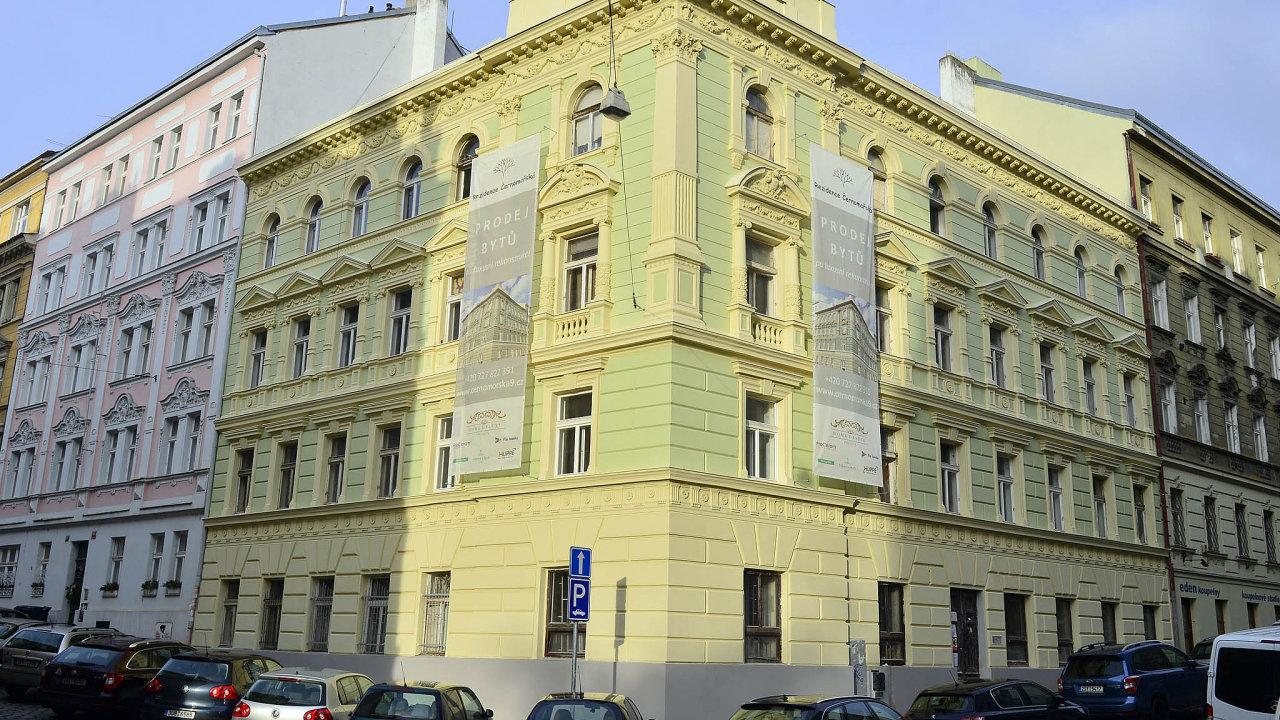 Černomořská 9: V červnu by měl investor dokončit rekonstrukci historického domu v Praze-Vršovicích. Vznikne v nich 40 malometrážních bytů velikosti 1+kk a 2+kk. Cena metru přesahuje 150 tisíc korun.