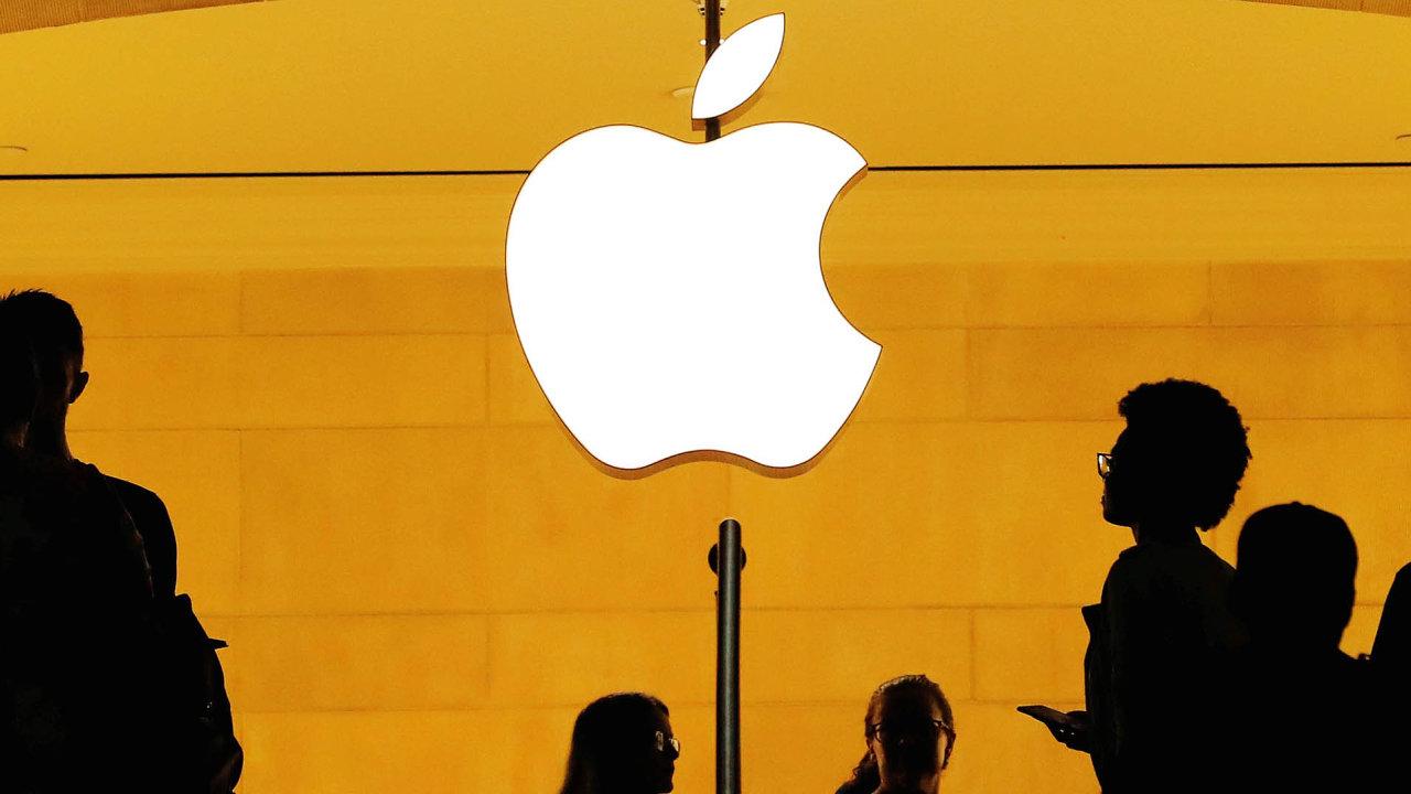 Po představení nových modelů iPhonů ztratil jejich výrobce, společnost Apple, pětinu své hodnoty. Na burze odepsal 222 miliard dolarů.