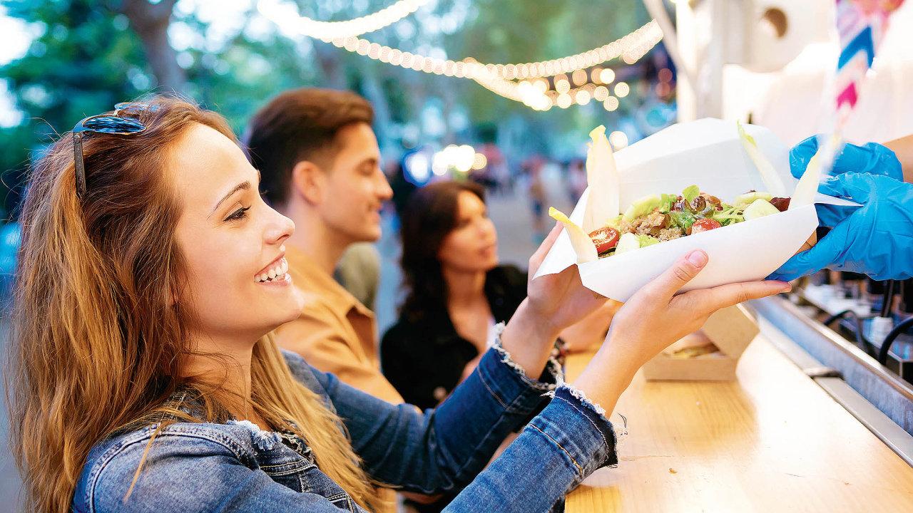Vnabídce pojízdných bister lidé najdou burgery zlahodného trhaného vepřového masa, pokrmy zvajec zvolného chovu, domácí těstoviny nebo kvalitní mexické burrito.