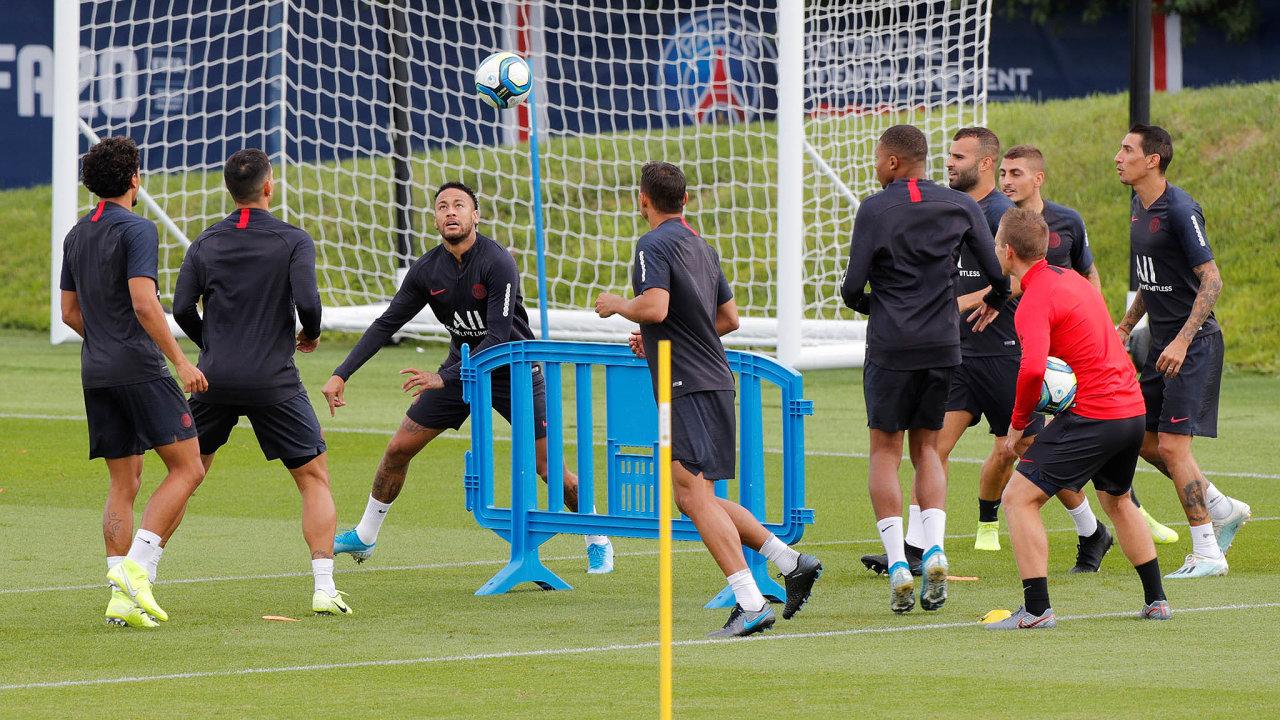 Brazilská hvězda Neymar si pár tréninků se spoluhráči zPSG odbyla, ale žádný přípravný zápas snimi nehrála.
