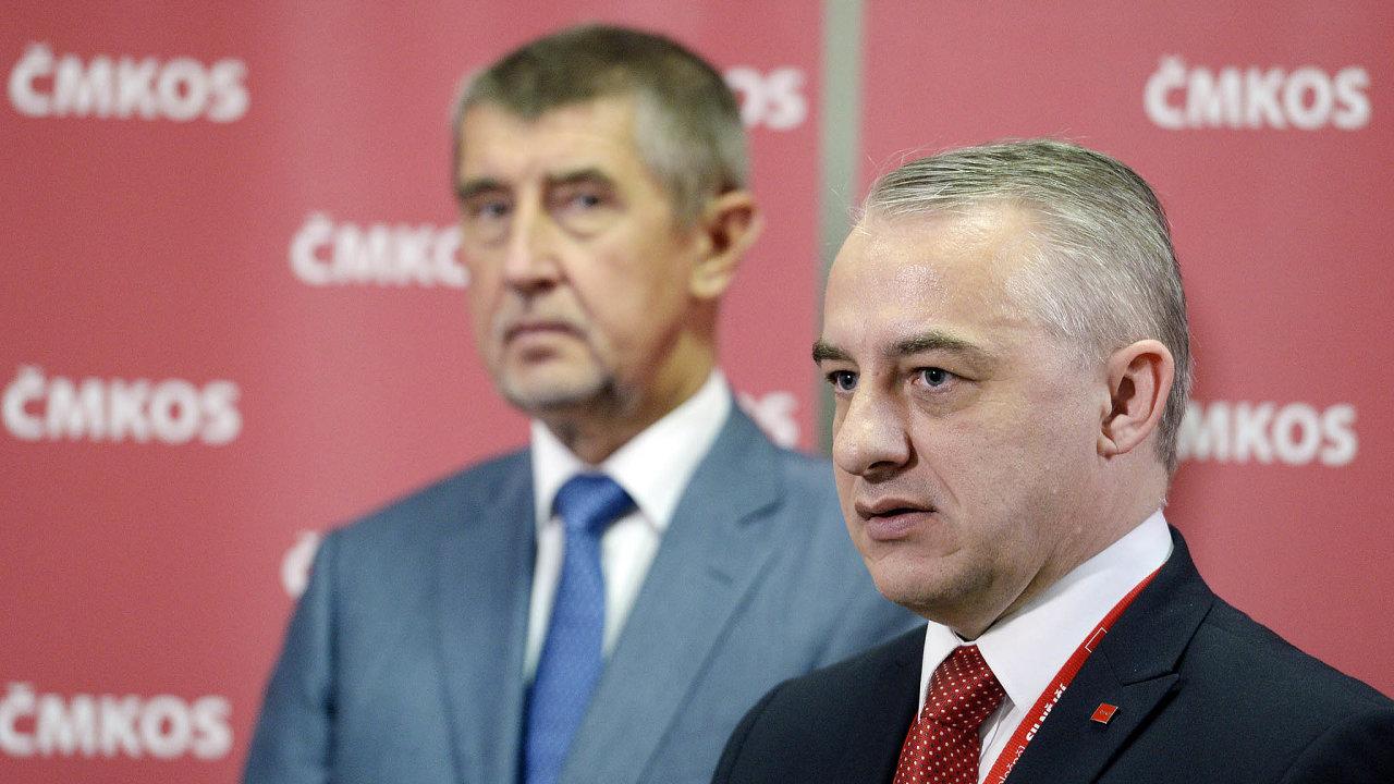 Předseda vlády Andrej Babiš (vlevo) a předseda Českomoravské konfederace odborových svazů (ČMKOS) Josef Středula.