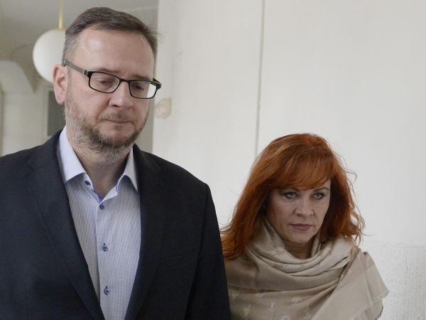 Dva obžalovaní: Bývalý premiér Petr Nečas ajeho žena Jana (dříve Nagyová) čelí obžalobě zpodplácení vkauze, která vroce 2013 přispěla kpádu vlády. Soud ji řeší už tři roky.