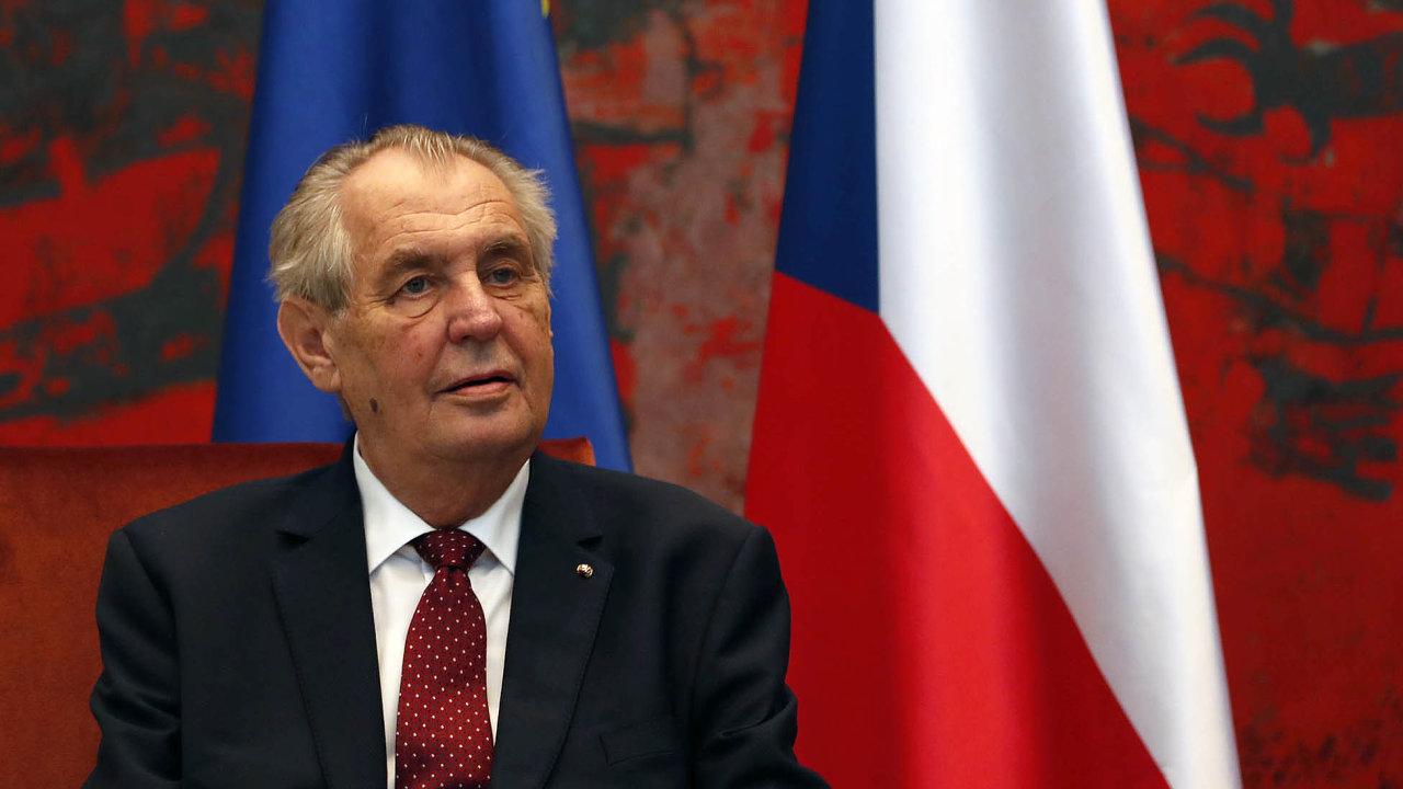 Prezident Miloš Zeman plánuje zastavit stíhání premiéra Andreje Babiše (ANO) vkauze dotace na stavbu Farmy Čapí hnízdo, pokud by bylo obnoveno.