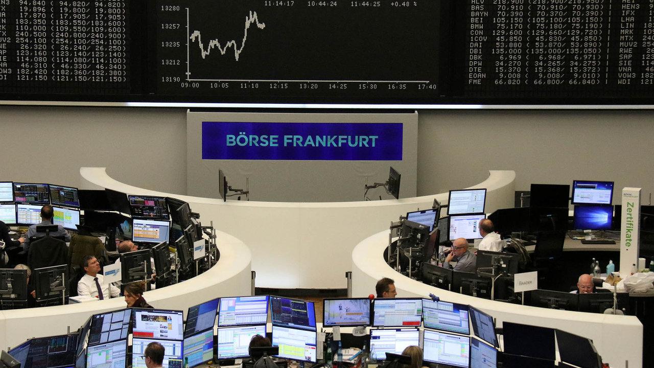 Daří se iněmecké burze. Rostou kurzy akcií zejména naburzách vUSA avEvropě. Například index frankfurtské burzy (nasnímku) DAX letos vzrostl zatím zhruba o25procent.