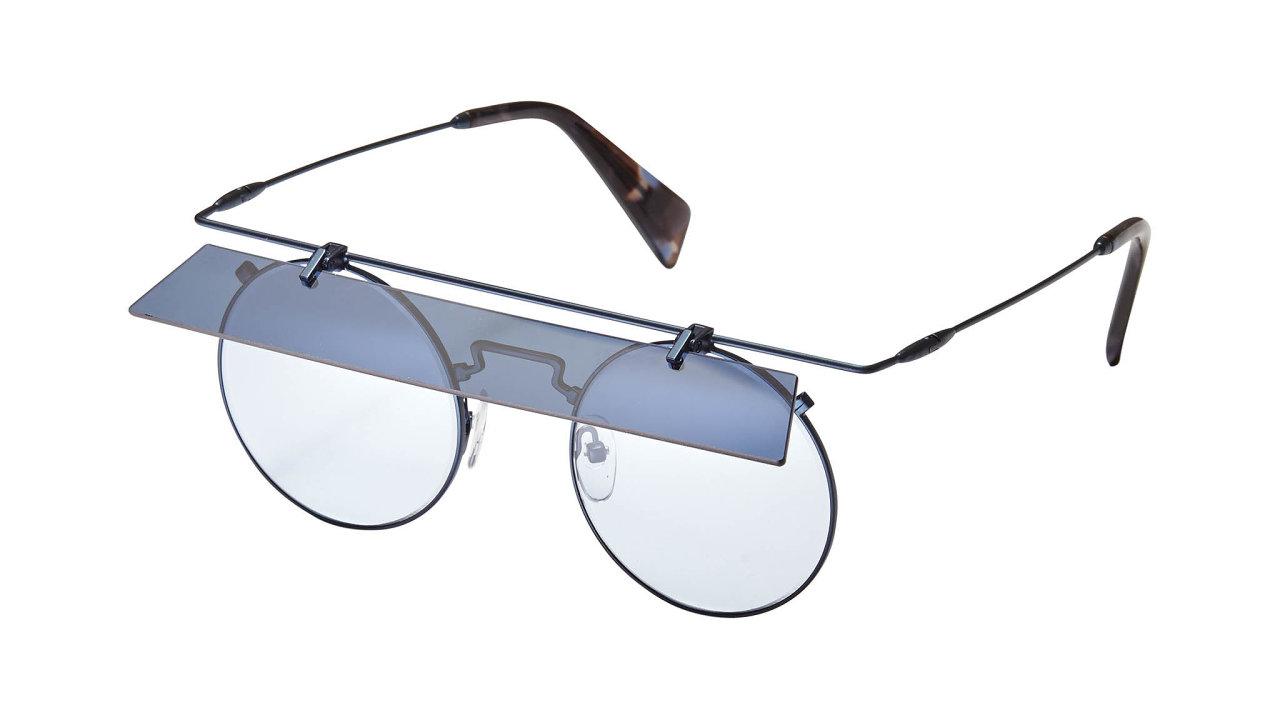 Yohji Yamamoto, designér sjaponskými kořeny, šíří své revoluční futuristické vize dosvěta již odroku 1972. Jeho designy jsou avantgardní, zároveň vždy maximálně nadčasové. Cena 16000 Kč, prodává ŽILKA OPTIK STUDIO.