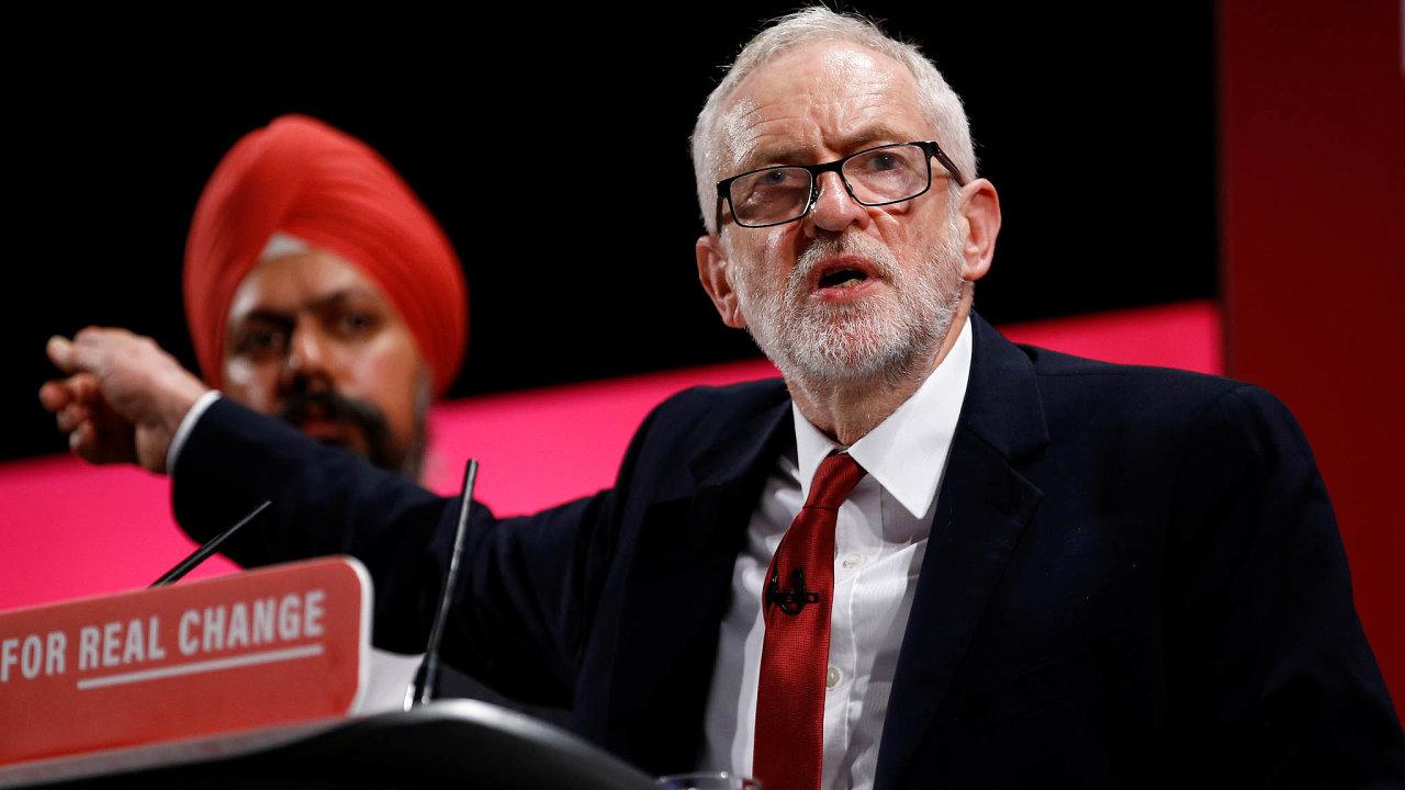Vroce 2015 se Jeremy Corbyn stal předsedou labouristů. Kvůli jeho levicovosti a radikálnosti ale strana v podstatě nemá šanci uspět ve volbách.