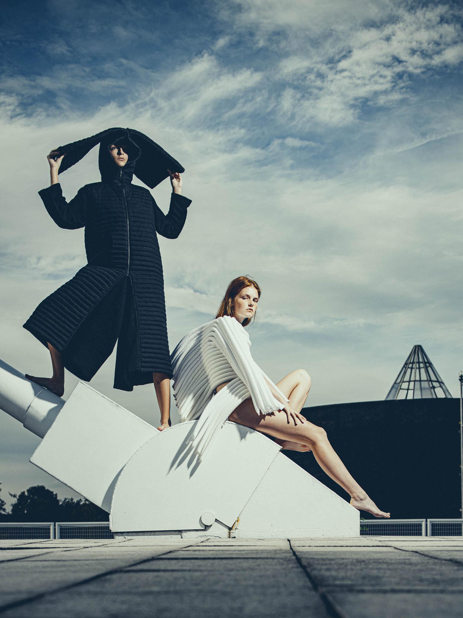 Vlastní značku si Irina založila vroce 2010 abrzy pouvedení první kolekce se ukázalo, jak snadno budou avantgardní díla odDZHUS mezi ostatními rozlišitelná.