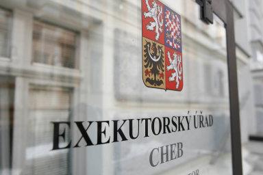 Podle dat Exekutorské komory ČR vČesku aktuálně působí 156 exekutorů.