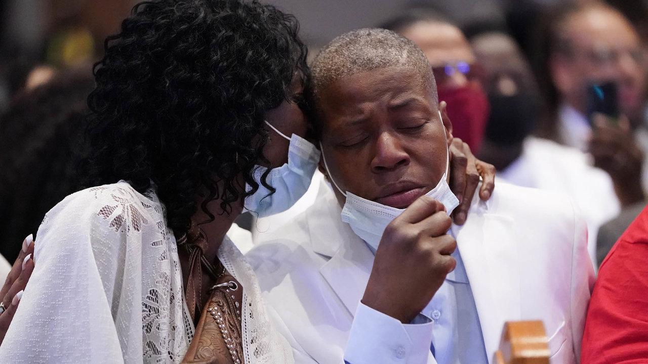 Floydovy sestry Zsa Zsa aLaTonya na pohřbu