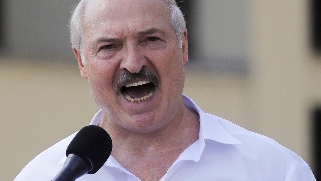 Běloruský prezident Alexandr Lukašenko nazávěr zasedání bezpečnostní rady státu nařídil svým podřízeným obnovit klid vzemi.