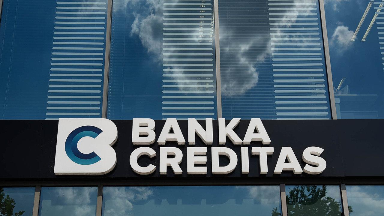 Zcelkového srovnání nákladnosti vedení účtů vjednotlivých kategoriích podle přístupu vyšla nejlépe Banka Creditas.