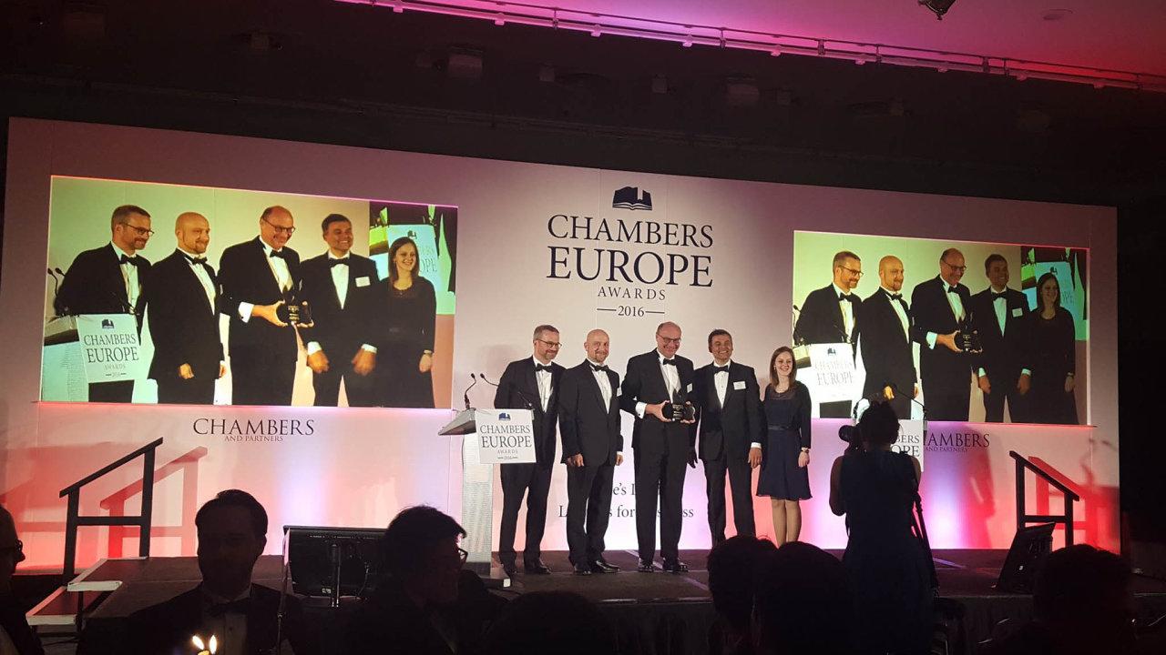 Cena aprotest. Vroce 2016 získala právnická kancelář PRK Partners vsoutěži Chambers Europe Awards cenu pro nejlepší českou právní firmu. Zastejný rok naprotest nepodala kontrolní hlášení.