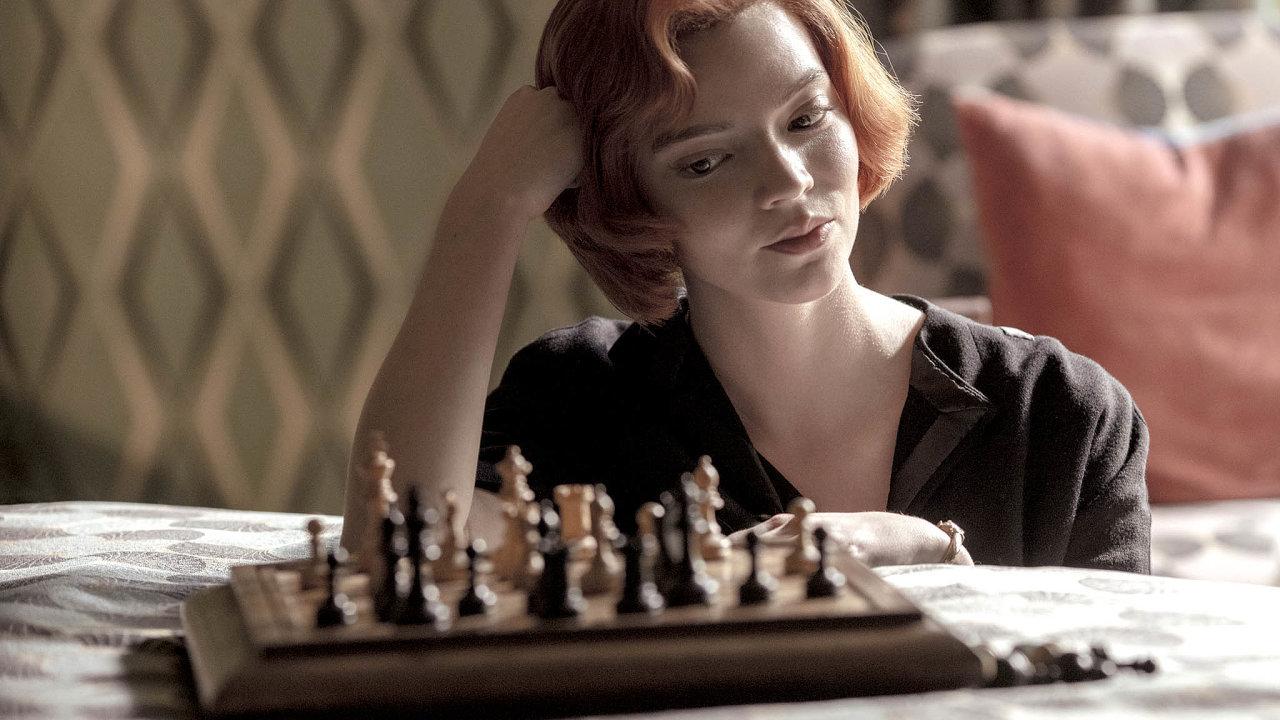 Úspěšný příběh: Devítiletá Beth Harmonová, kterou si zahrála Anya Taylor-Joyová, se vseriálu Dámský gambit odrazí ztěžkých časů vsirotčinci až došpičky převážně mužského světa šachu.