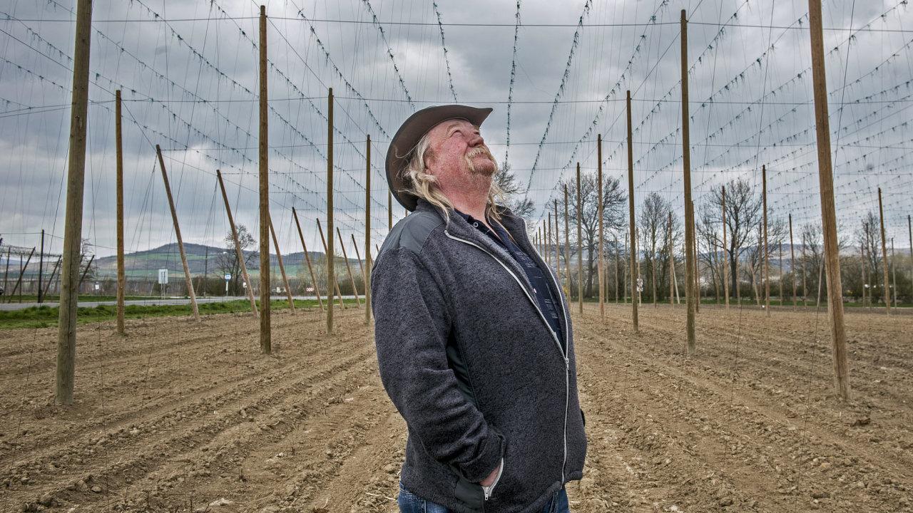 """O tom, že by přes jejich chmelnice mohla vést vysokorychlostní trať, se majitelé dozvěděli náhodou. """"Jinou půdu těžko najdeme,"""" říká agronom společnosti Chmel Polepská blata Blahomír Macek."""