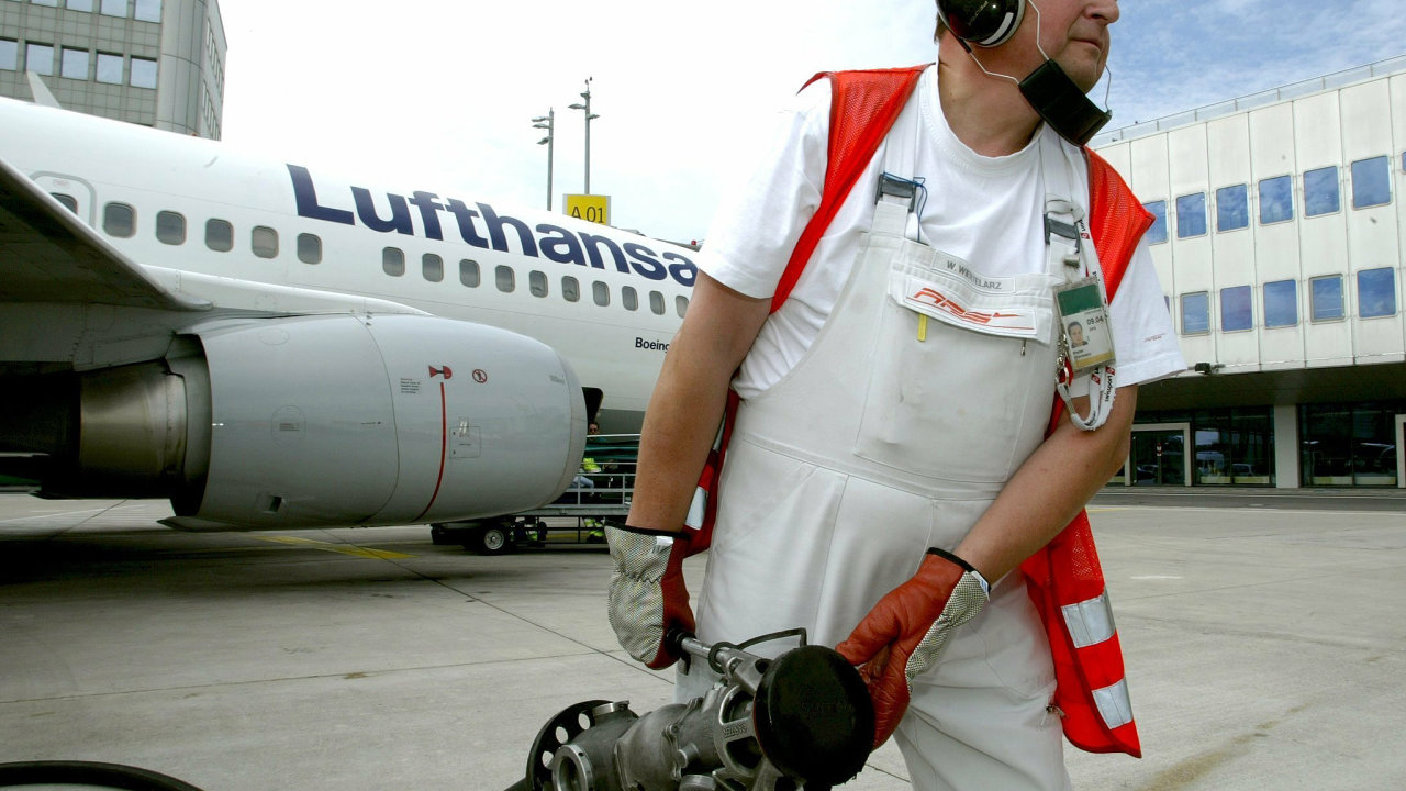Za kolik na dovolenou? Letecké palivo, na rozdíl od jiných pohonných hmot, nepodléhá spotřební dani.