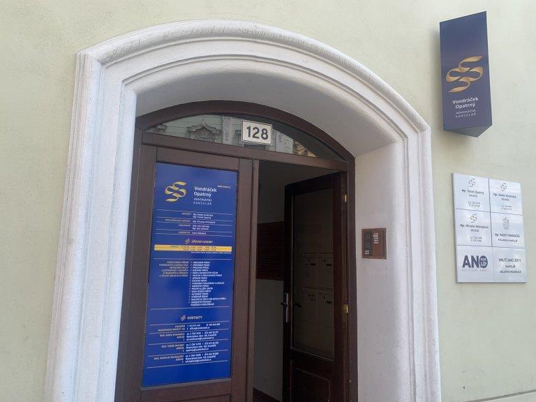 Kroměřížská advokátní kancelář Radka Vondráčka, v níž má zároveň i poslaneckou kancelář.