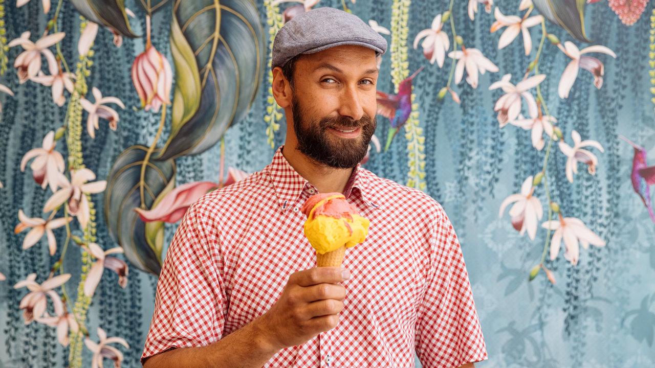 """""""Chcete si zmrzlinu opravdu vychutnat? Pak mějte hlad,"""" doporučuje vyhlášený pražský zmrzlinář Jan Hochsteiger."""