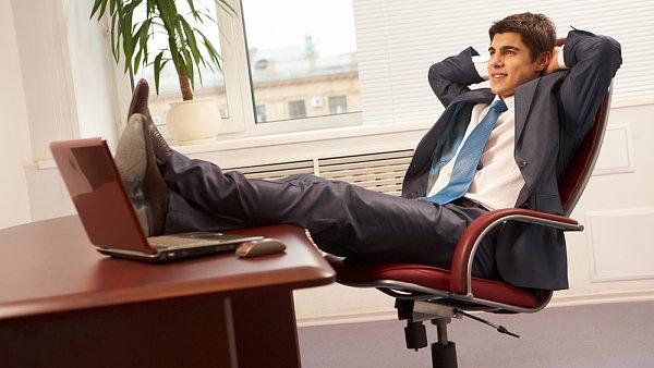 Účet za nicnedělání v práci opět narostl