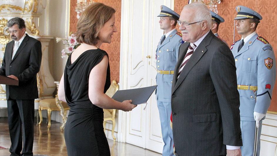 Václav Klaus jmenuje Karolínu Peake vicepremiérkou a předsedkyní legislativní rady