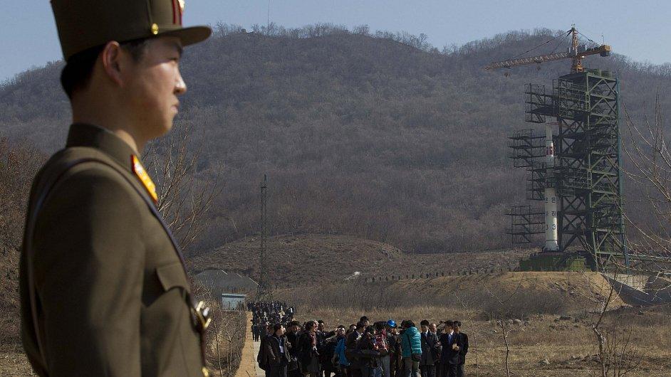 Třístupňová korejská raketa na snímku z letošního srpna