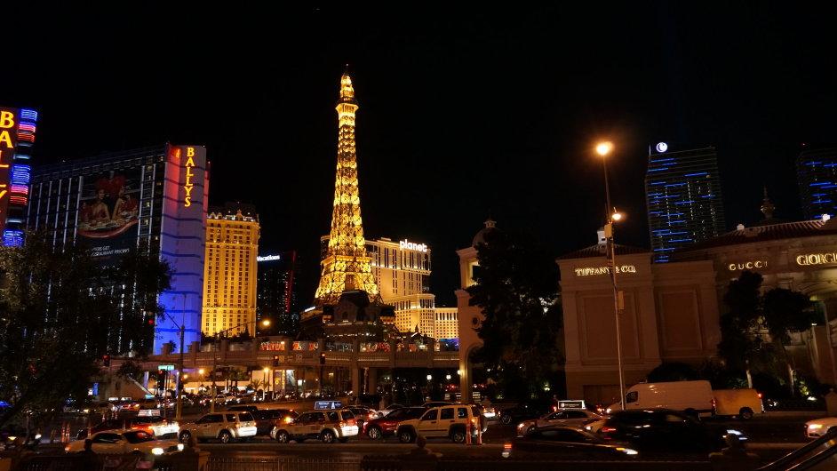 Na snímku pravé americké Las Vegas v noci.