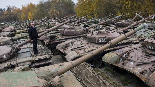 Jaroslav Strnad v areálu společnosti Excalibur Army
