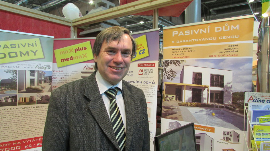 Vedoucí společnosti Asting CZ Vladimír Nepivoda na brněnském Stavebním veletrhu