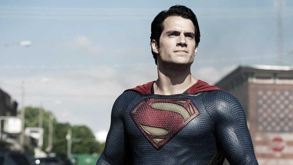 Film Muž z oceli zatím utržil 660 milionů dolarů. Time Warner je i díky němu za druhé čtvrtletí v zisku 15 miliard korun.