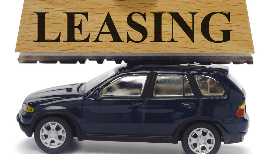 Leasing, auto, razítko. Ilustrační foto.