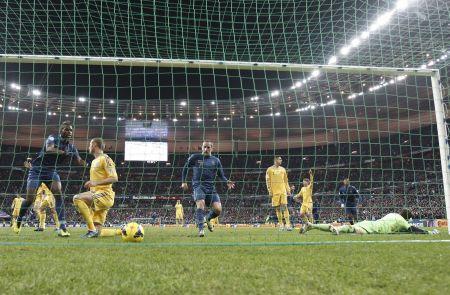 Míč v síti. Francouzi právě vstřelili gól Ukrajině