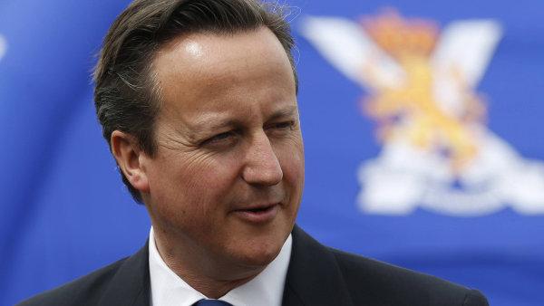 Premi�r Cameron chce d�le zp��snit britskou imigra�n� politiku.