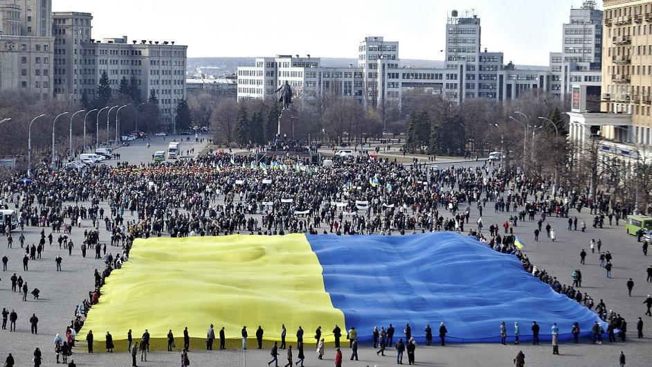 Silný propad ekonomiky na Ukrajině bude letos pravděpodobně pokračovat