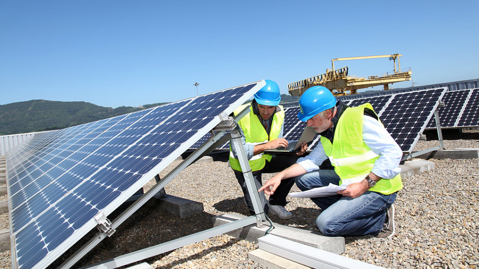 Solární elektrárny by i po rozdělení měly podléhat dani. (Ilustrační foto)