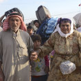 Syr�t� uprchl�ci na turecko-syrsk� hranici u Suruku