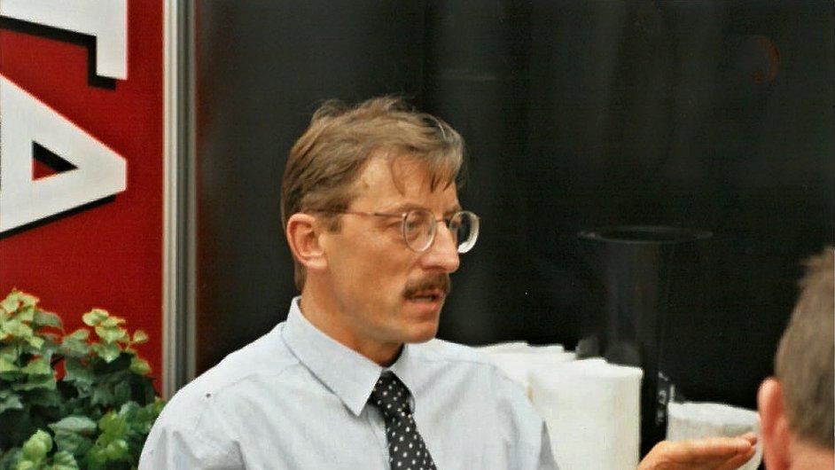 Jiří Hlavatý byl v té době vedoucím odbytu v Jutě, v roce 89 postoupil na funkci generálního ředitele.