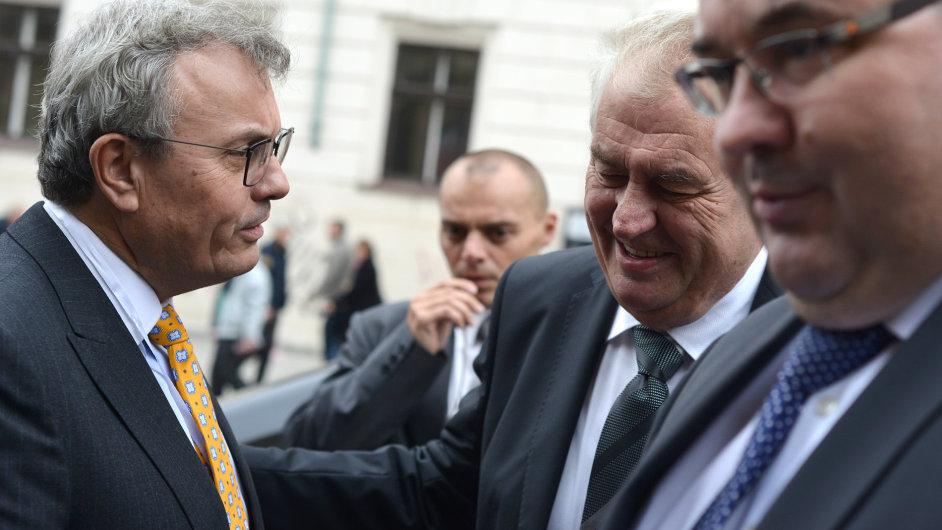 Šéf Hospodářské komory Vladimír Dlouhý a prezident Miloš Zeman