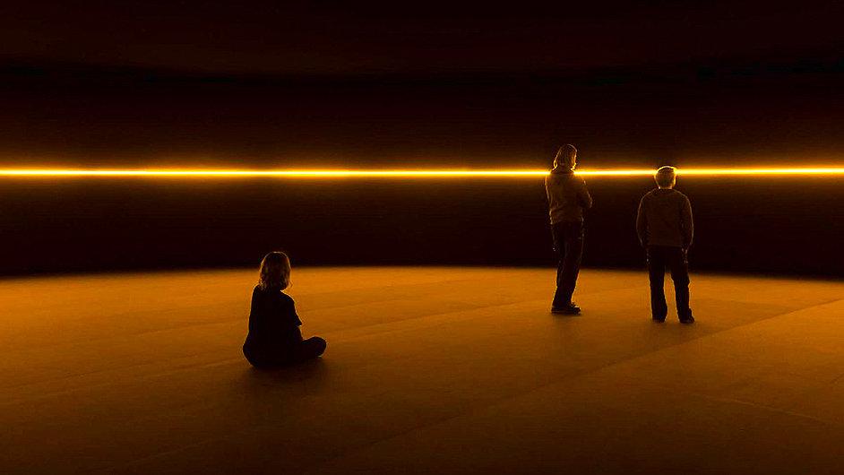 Eliassonova výstava se nachází v nově otevřené budově Fondation Louis Vuitton v Paříži.