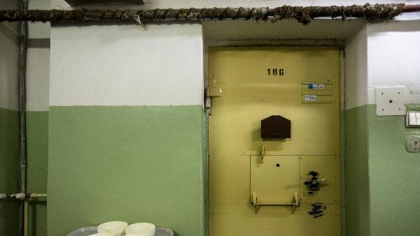 Desítky věznů budou vykonávat práci operátorů