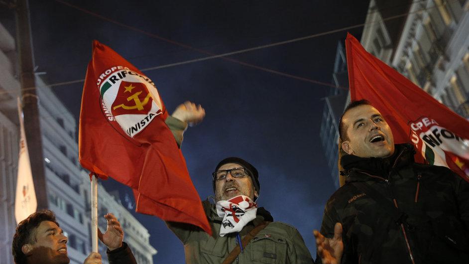 Podpůrci vítězné strany Syriza.